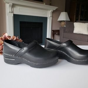 Dansko Professional Leather Black Clogs 37, 7